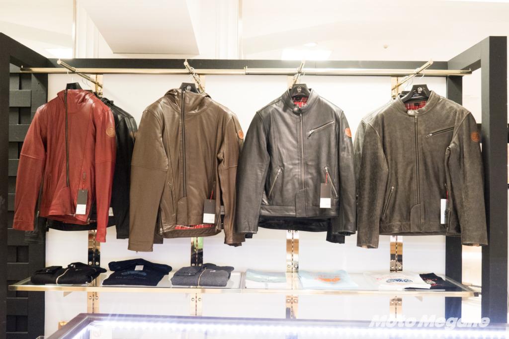 56デザインのレザージャケットは裏地がチェック柄でカジュアルな雰囲気