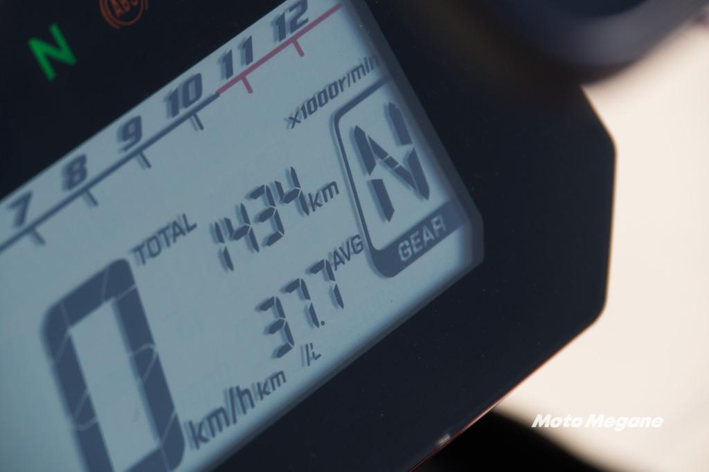 シフトポジションインジケーターと燃費系が追加されたCRF250ラリーのメーター