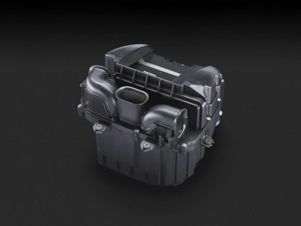 断面積と長さの異なる3本の吸気ダクトを備え、サウンドと良好な吸入効率を両立したエアクリーナーボックス